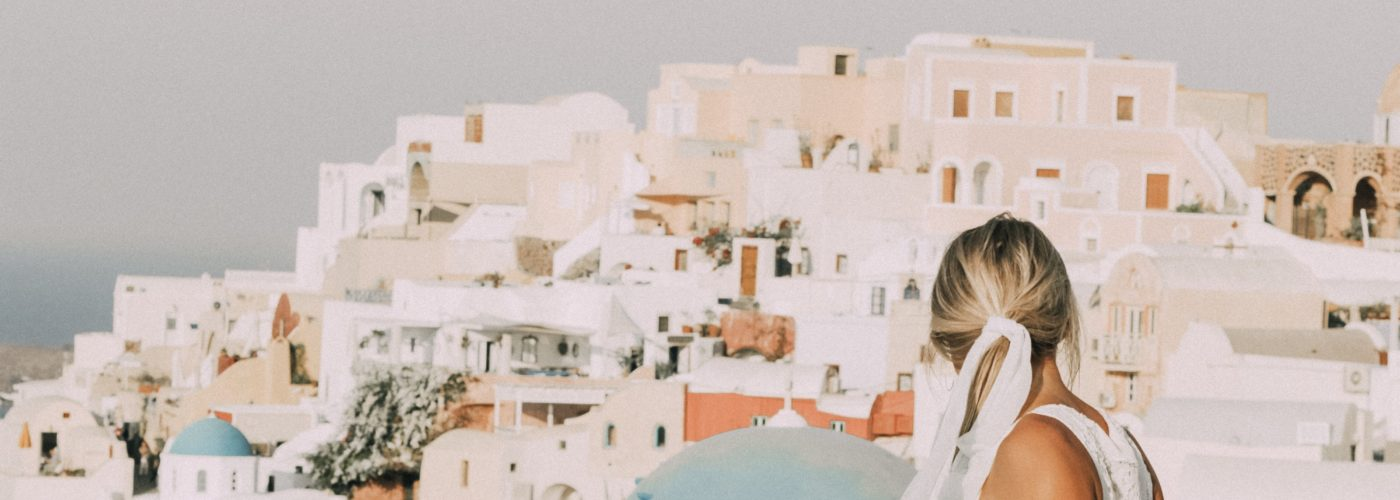 Santorini Sunshine: Your Go-To Travel Guide!